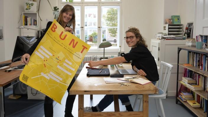 """Zwischennutzung in München: Anne Gericke und Sarah Schill arbeiten im """"Creative Hub"""" im Ruffinihaus."""