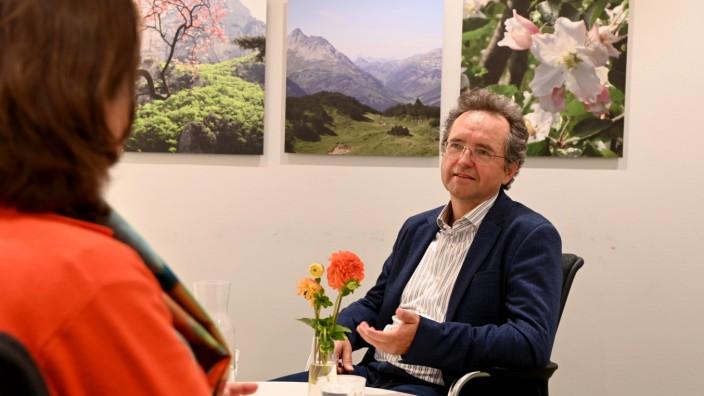 Hilfsangebot: Sechs Jahre leitete Norbert Ellinger die Telefonseelsorge, davor war er für ein Studentenheim in Freimann verantwortlich.