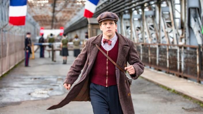"""Jesse Eisenberg im Interview: """"Wahrscheinlich hatten wir gemeinsame DNA"""": Jesse Eisenberg als Marcel Marceau in """"Résistance""""."""