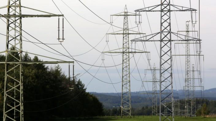 Strommasten bei Oberschelden Strommasten im Siegerland am 23.09.2021 in Siegen/Deutschland. *** electricity pylons near