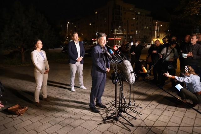 Tag der Deutschen Einheit Sondierung SPD und Gruene 03.10.2021, Germany, Berlin Sondierungsgespraeche SPD und Gruene im