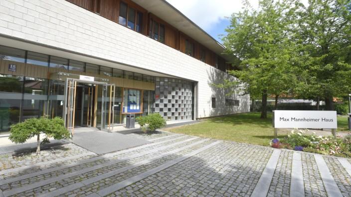 Dachauer Symposium: Veranstaltungsort des Dachauer Symposiums ist das Max-Mannheimer-Studienzentrum. Gäste von außerhalb können dort auch übernachten.
