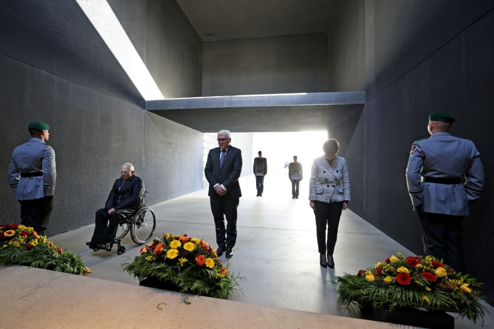 Wreath-laying ceremony to honour Germany's Afghanistan mission, in Berlin