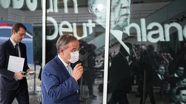 CDU-Chef Armin Laschet auf dem Weg zu Sondierungsgesprächen