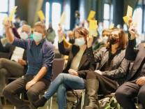 Nach der Bundestagswahl: Grüne stimmen für Koalitionsverhandlungen mit SPD und FDP