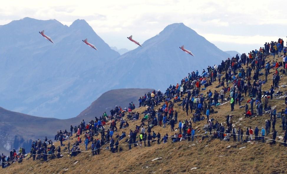Swiss Air Force flight demonstration at Axalp