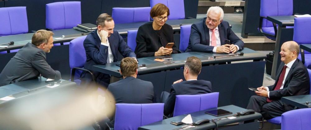Plenarsitzung des Deutschen Bundestages - 20. Deutscher Bundestag in Berlin - Konstituierende Sitzung - Olaf Scholz zu B