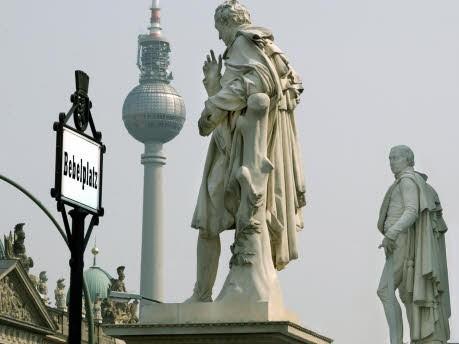 Statue, dpa