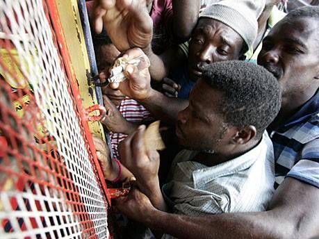 Helfer in Haiti, dpa