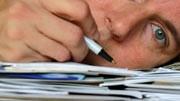 Nah am Burnout: 60 Prozent der Lehrer stehen kurz vor dem psychischen und physischen Kollaps. Sie verausgaben sich exzessiv oder haben schon resigniert. Nun gibt es Hilfsangebote für den Schulalltag.