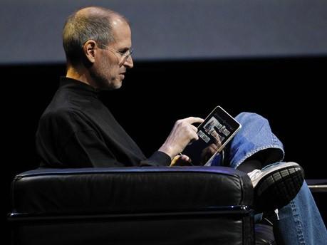 Steve Jobs mit iPad, AP