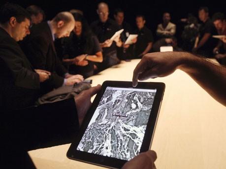 Apple iPad GPS, Reuters