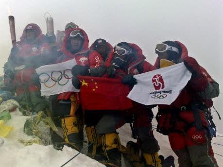 Fackel auf dem Mount Everest