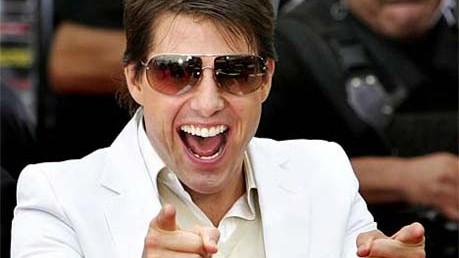 Reise-Knigge für Japan: So nicht, Herr Cruise! Der US-Filmstar brüskiert seine Fans in Tokio mit bloßen Zeigefingern.