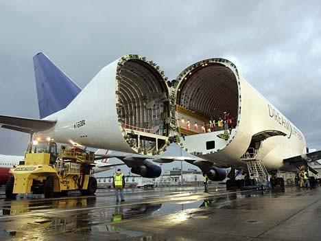 Boeing 787 Dreamliner Dreamlifter 747