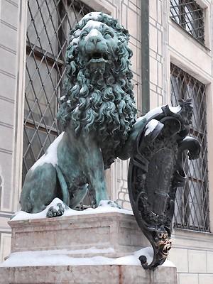 Löwe vor der Residenz