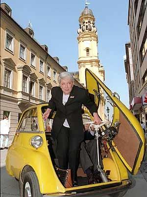 Ruth Leuwerik in Isetta