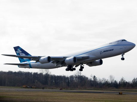 Erstflug: Boeing 747-8