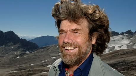 Expedition zum Nanga Parbat: Er habe aus und auf Bitte seines Bruders und aus Not entschieden, über die Diamir-Seite abzusteigen, weil Günther zu schwach gewesen sei für einen normalen Abstieg, sagt Messner.