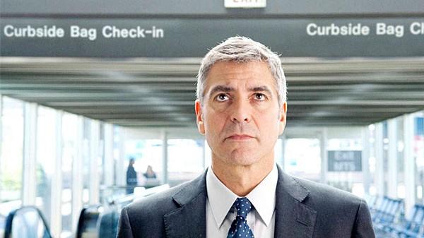 """Kino: Up in the Air: Jede Zeit hat ihren Unglücksboten: George Clooney, frisch oscarnominiert als Vielflieger Ryan Bingham in """"Up in the Air""""."""