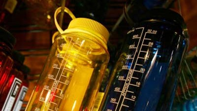 Bisphenol A: Bisphenol A ist in vielen Trinkflaschen aus Plastik enthalten.