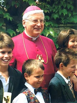 Walter Mixa mit Kindern, AP