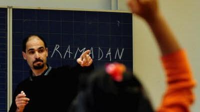 Schule: Religion als Pflichtfach: Religionsunterricht ist in dem meisten Bundesländern selbstverständlich. Anders in Berlin: Im Schmelztiegel Deutschlands setzt man auf integrierenden Ethikunterricht.