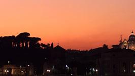 """Kurt Peipe: """"Ich wollte doch nur gehen. Weiter. Nach Rom"""", schreibt Kurt Peipe in seinem Buch. Blick vom Tiber aus auf den Petersdom."""