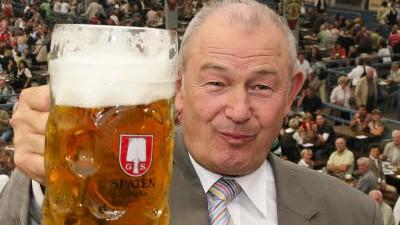 Nach zwei Maß Bier: Beckstein glaubt, dass ein Mann nach zwei Maß Bier noch fahren darf