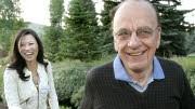 Murdoch mit Ehefrau, ap