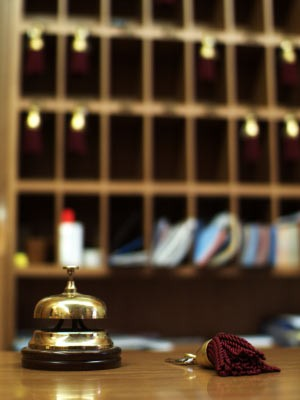 Hotel Hotelgast Rezeption Kuriose Wünsche, iStock