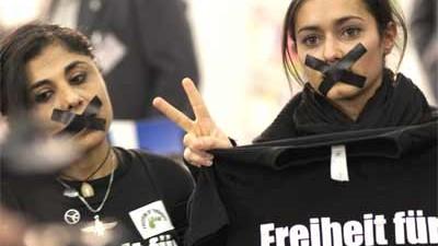 Flashmobs: Alte Technik feiert Revival: Solidaritäts-Flashmob für iranische Demonstranten auf der Frankfurter Buchmesse