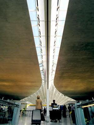 Übernachten auf dem Flughafen: Charles de Gaulle, AP