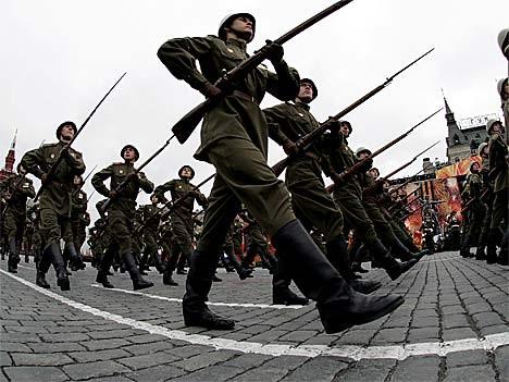 Russische Militärparade zum 62. Jahrestag des Kriegsendes