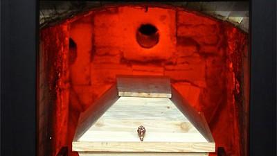 Prozessauftakt in Nürnberg: Ein deutsches Krematorium. Vor dem Nürnberger Schwurgericht gestand der 54-jährige Friedrich P., seinen Kollegen erschlagen und eingeäschert haben - der Mitangeklagte widerspricht.
