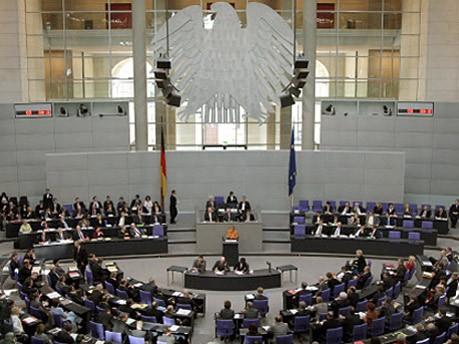 Merkel im Bundestag; dpa