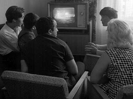 Fernseher, Mond, Mondlandung, Armstrong, Aldrin, Collins, Apollo 11, Raumfäre, Luna, Eagle, Raumfahrt, Rakete, Sonne, Sonnenwind, Experimente