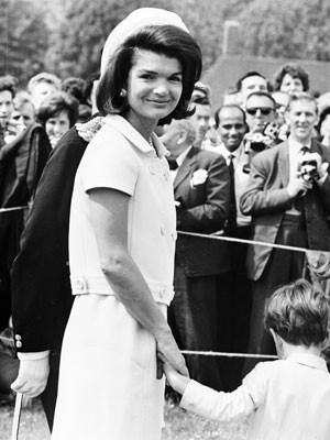 Accessoires der Stars, Jacqueline Kennedy, Jackie, Jackie O., John F. Kennedy; Pillbox-Hut; Getty Images