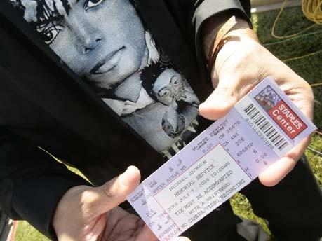 Trauerfeier für Michael Jackson, Weinen und beweint werden, Jacko, King of Pop, Fans, Staples Center, AP