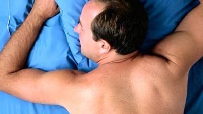 Schlaf befriedigen im mann er befriedigt
