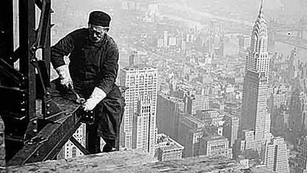 Porträt: Gedächtnis unserer Zeit: Ein Archivfoto eines Arbeiters vor 75 Jahren beim Bau des Empire State Building.
