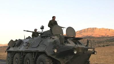 Schützenpanzer auf acht Rädern: ein BTR-60 am 19. Oktober in der ostanatolischen Provinz Sirnak