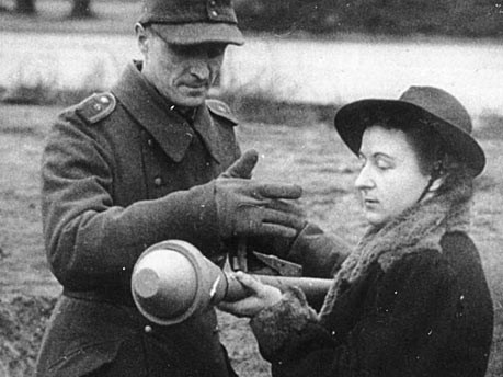 Volksturm Frau 1945 Bundesarchiv