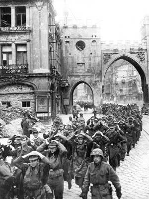 Karlstor Wehrmacht 1945 dpa