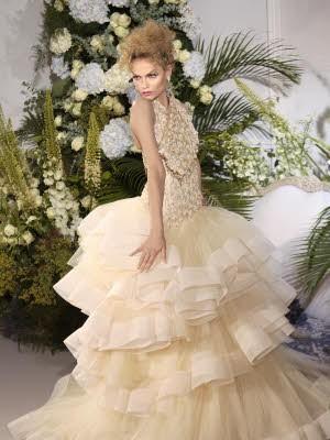 Schleierhafte Mode, Haute Couture Paris, Dior, Galliano; AP