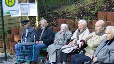 Senioren-Bushaltestelle, Landhaus im Laspert