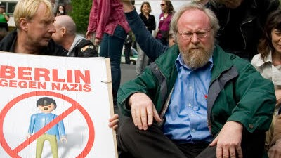 Wolfgang Thierse, Sitzblockade am 1. Mai, dpa