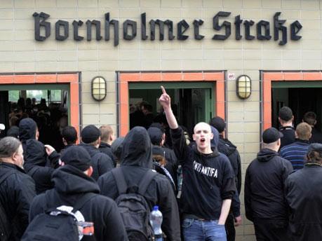 1. Mai, Berlin, Neonazi-Aufmarsch, ddp