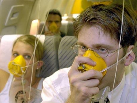 User geben Airlines Spartipps, dpa