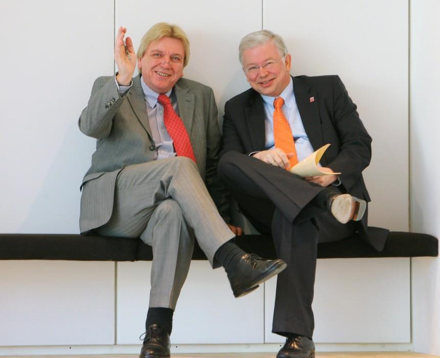 Koch legt politische Ämter nieder